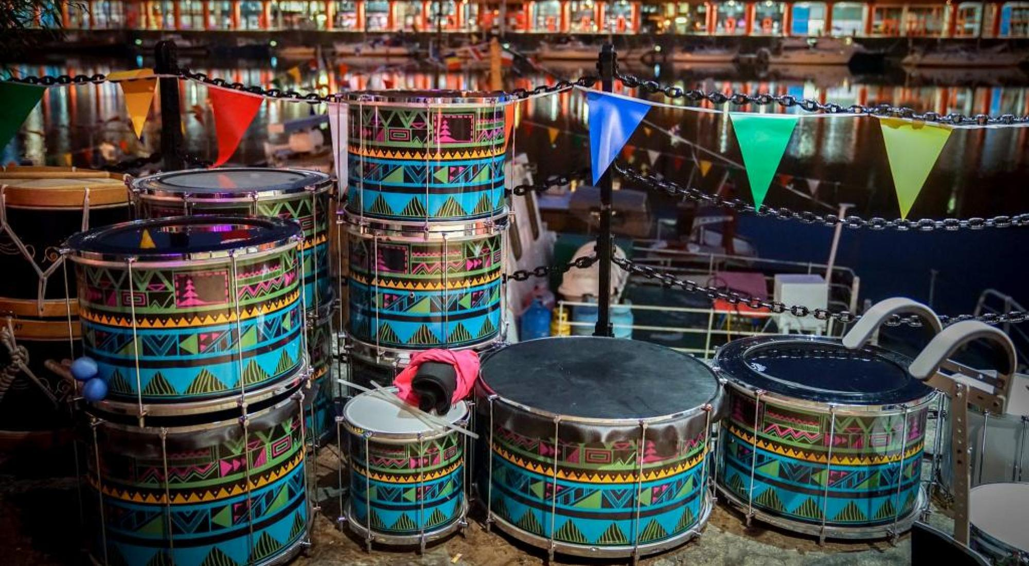 drums bunting amsterdam night