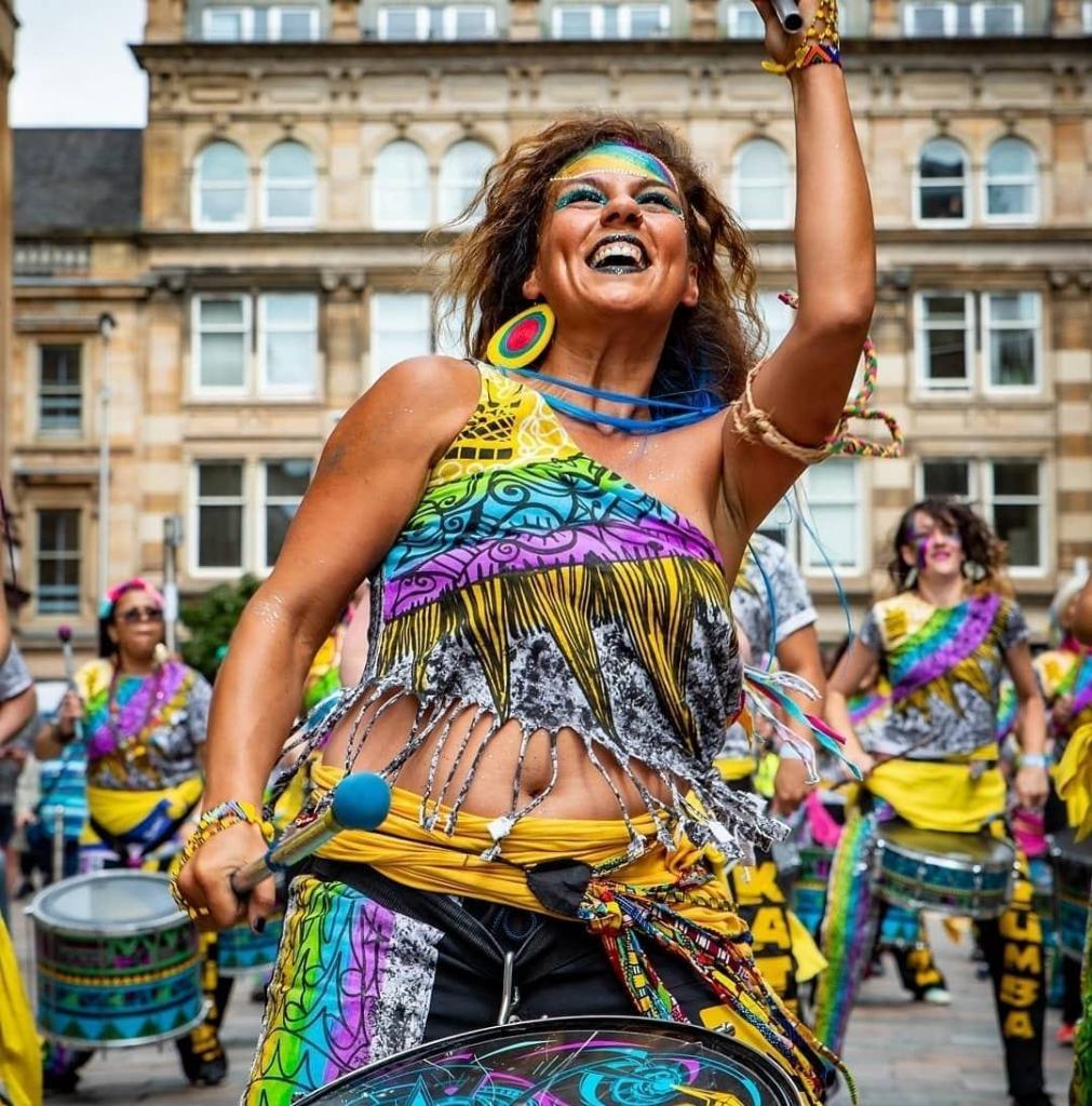 women drummer smiling brazil